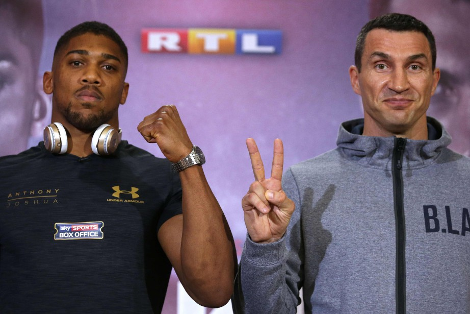 Anthony Joshua (à gauche) et Wladimir Klitschko s'affronteront... (Photo Daniel Leal-Olivas, Agence France-Presse)