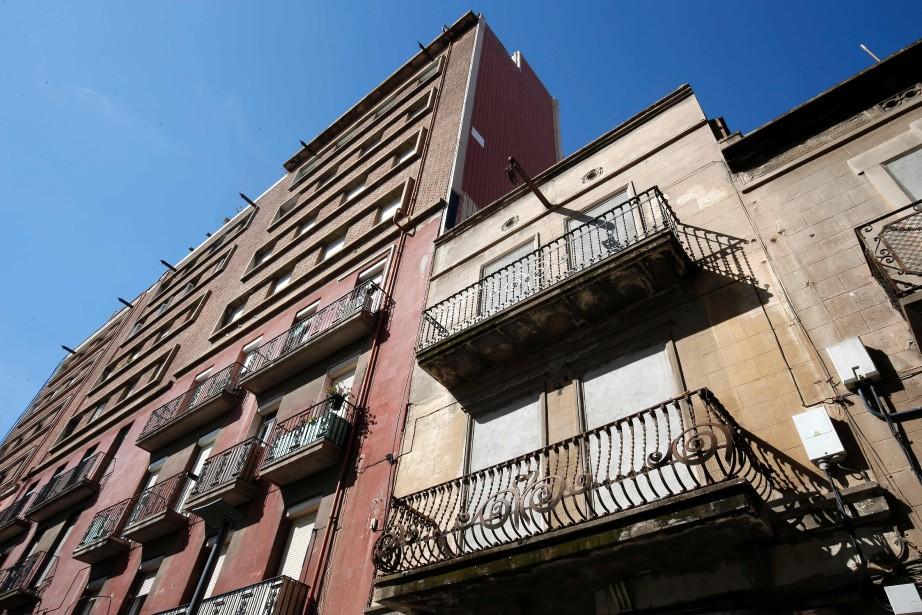 Les mafias cherchent des appartements vides, branchent illégalement... (PHOTO PAU BARRENA, AFP)