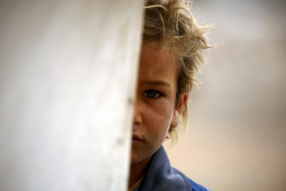 Un enfant syrien déplacé de sa région natale, qui est... | 2017-04-29 00:00:00.000