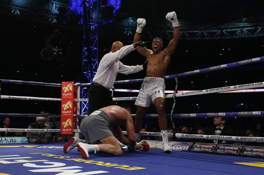Anthony Joshua a envoyé deux fois au tapis Wladimir Klitschko... (Photo Andrew Couldridge, REUTERS)