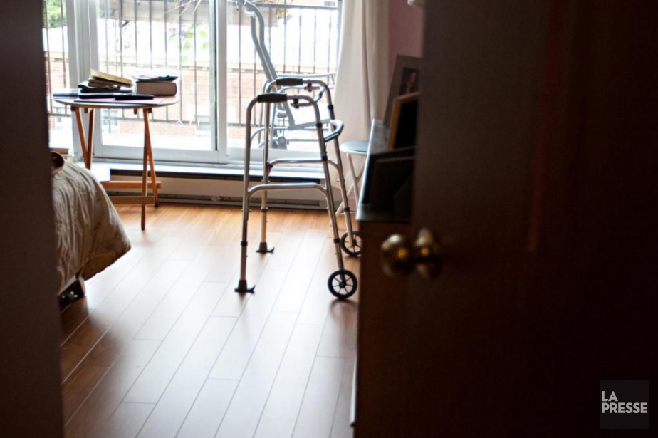 Une infirmière en CHSLD a été radiée pour... (Photo archives La Presse)
