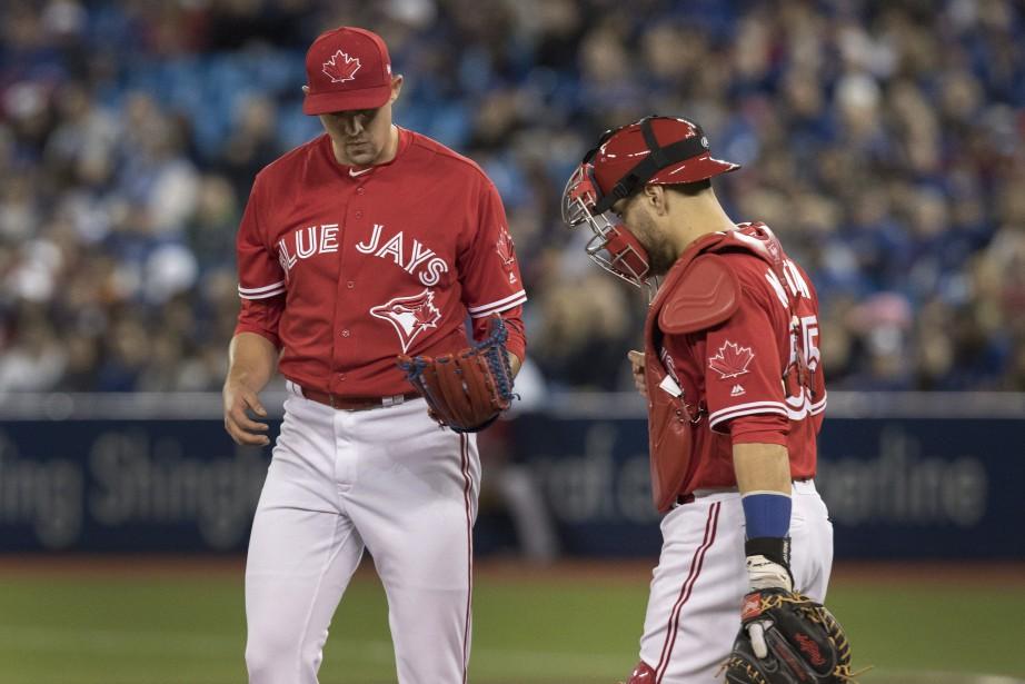 Le lanceur Aaron Sanchez s'est de nouveau blessé... (Photo Fred Thornhill, La Presse canadienne)