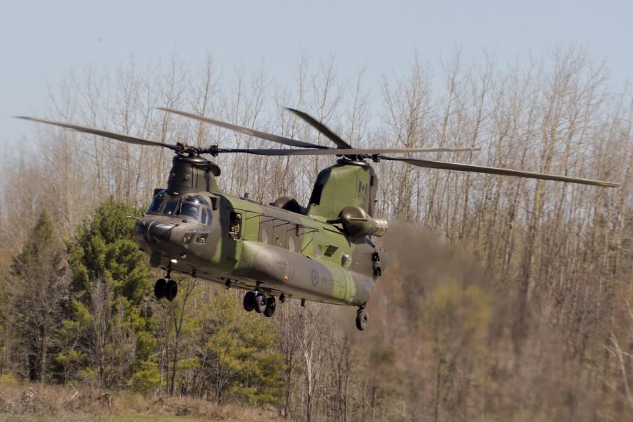 Un hélicoptère Chinook (Martin Roy, Le Droit)