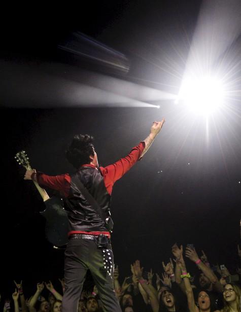 Lors du passage de Green Day, le 23 mars, au Centre Vidéotron, Yan Doublet a capté ce cliché à saveur «spirituelle», avec un Billie Joe Armstrong levant le bras vers la lumière. Installé entre deux agents de sécurité, Yann a fait le choix, à défaut de voir le visage du musicien, de mettre l'accent sur l'environnement. «Avec tous ces fans, ça fait vraiment rock star...»Données techniques : Nikon D4. Focale 19mm, ISO 2500, ouverture f4, vitesse 1/500e seconde | 30 avril 2017