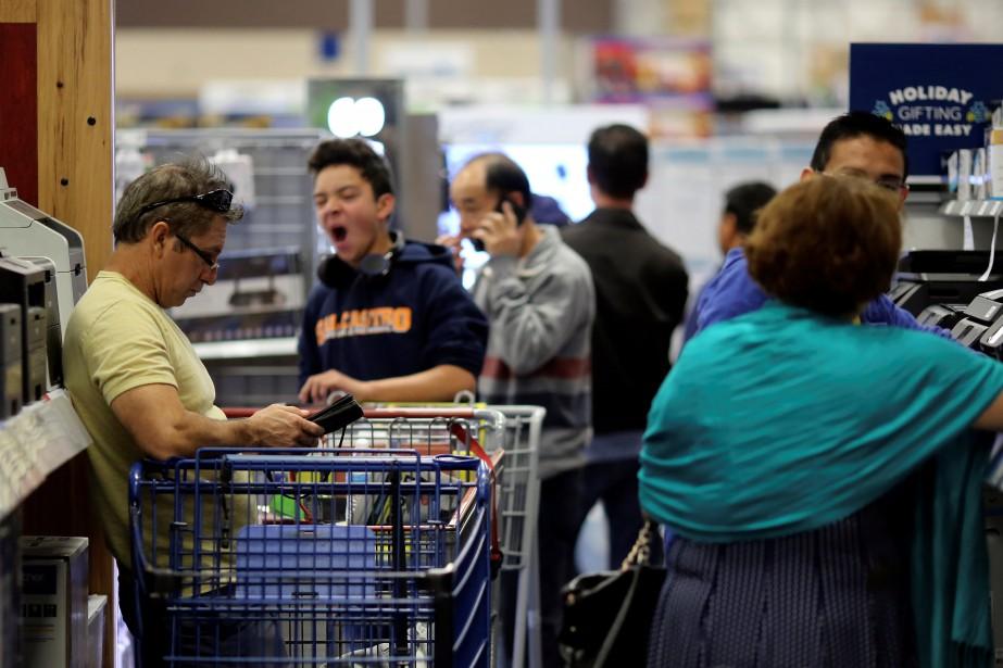 Les dépenses des ménages aux États-Unis ont stagné... (REUTERS)