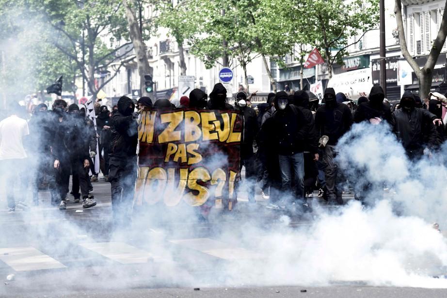 Les protestataires anti-capitalistes ont profité de la journée mondiale des travailleurs pour manifester, à Paris. | 1 mai 2017