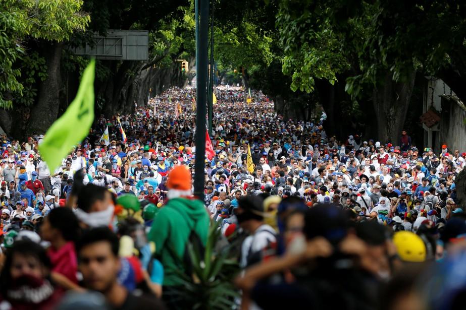 Après que des centaines de milliers de personnes... (Photo Carlos Garcia Rawlins, reuters)