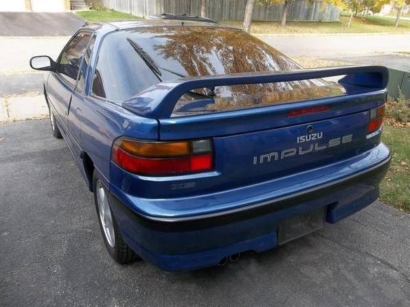 Sa pire voiture Une Isuzu Impulse, surtout parce que c'était la voiture d'un ami, avec laquelle il a eu un coûteux accident. (Photo : Wikipédia)