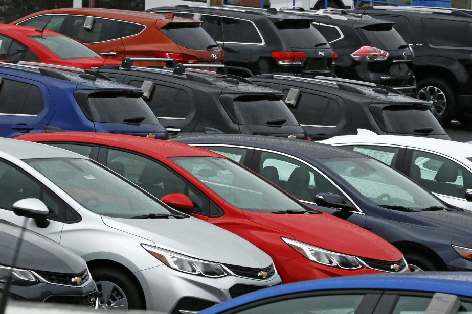 Les ventes d'automobiles ont retraité de 8,7 %... (PHOTO ARCHIVES AP)