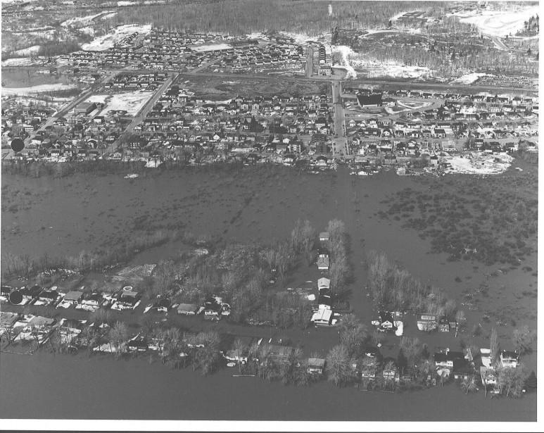 Inondations sur la rue Hurtubise, à Gatineau, en 1974. | 3 mai 2017