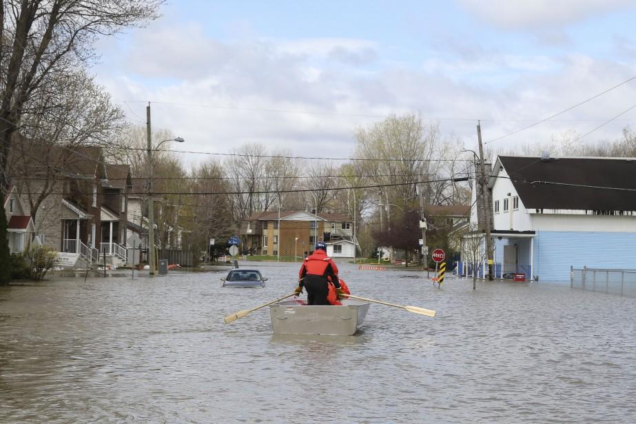 En moins de 24 heures, le niveau de l'eau sur Saint-Louis a presque doublé à certains endroits. | 4 mai 2017