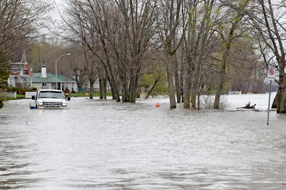Il n'y a plus de différence entre la rivière et le chemin sur la rue Hurtubise. | 4 mai 2017
