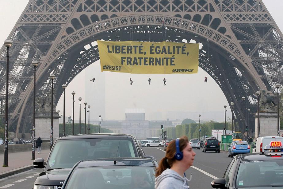 L'action menée à deux jours du deuxième tour... (Photo Michel Euler, Associated Press)