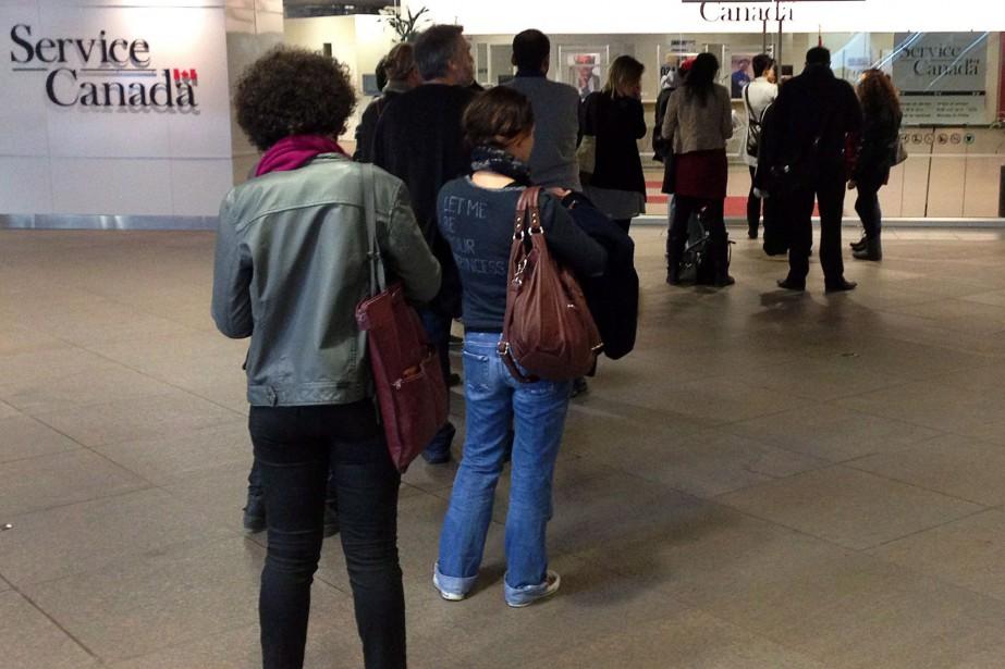 Le taux de chômage a reculé en avril à son... (Photo Ryan Remiorz, archives PC)