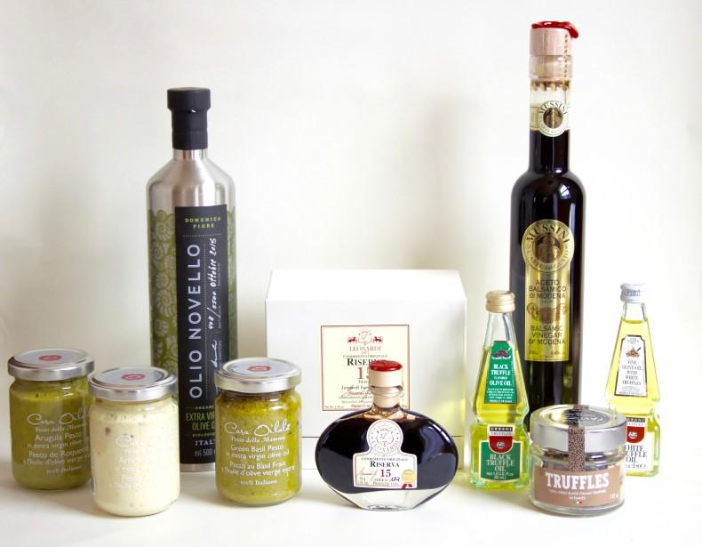 Des ingrédients à avoir sous la main pour inviter l'Italie à votre table: huile d'olive, vinaigre balsamique de Modène, truffles, huile de truffle et pestos (de roquette, d'artichauts et de basilic). (Mélissa Bradette)