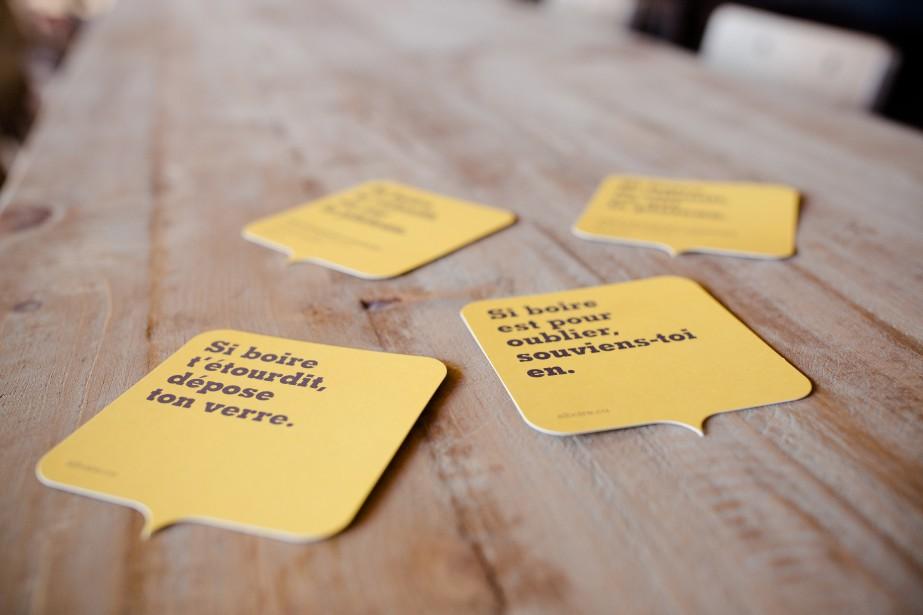 Les fameux slogans du Siboire font sourire la clientèle. On en a créé un spécialement pour la succursale Saint-Laurent: «Si boire te ralentit, va sur le plateau», une référence au quartier ainsi qu'au vélo, dont sont fanas les proprios. (Photo Ninon Pednault, La Presse)