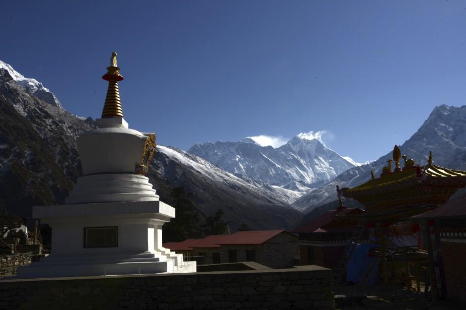 Le mont Everest... (Photo PRAKASH MATHEMA, archives Agence France-Presse)