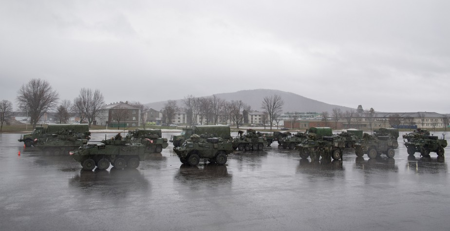 Tous les escadrons d'intervention immédiate de Valcartier seront déployés aujourd'hui. Chaque escadron comprend environ 75 soldats et entre 15 et 30 véhicules de combat. | 6 mai 2017