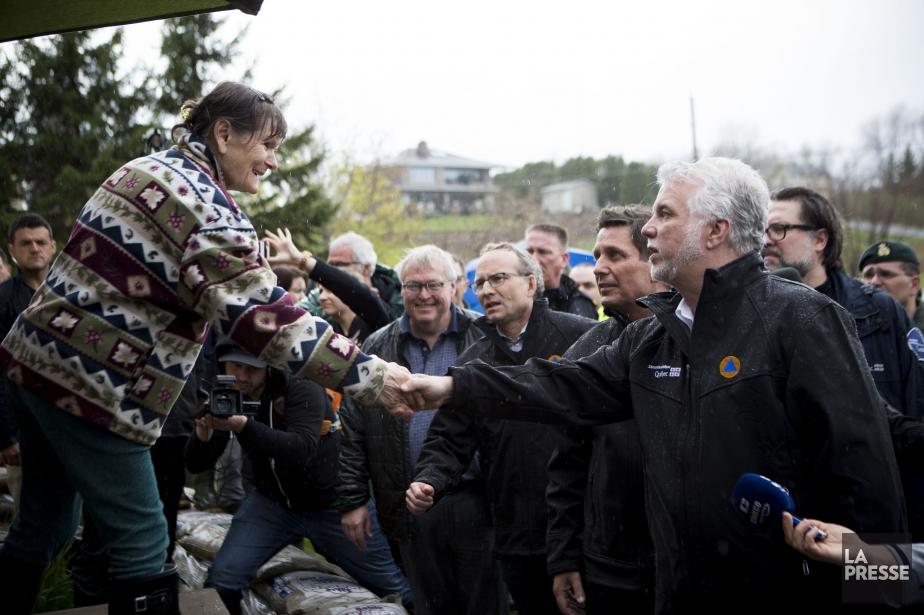 Le premier ministre Philippe Couillard est allé constater... (PHOTO SARAH MONGEAU-BIRKETT, LA PRESSE)