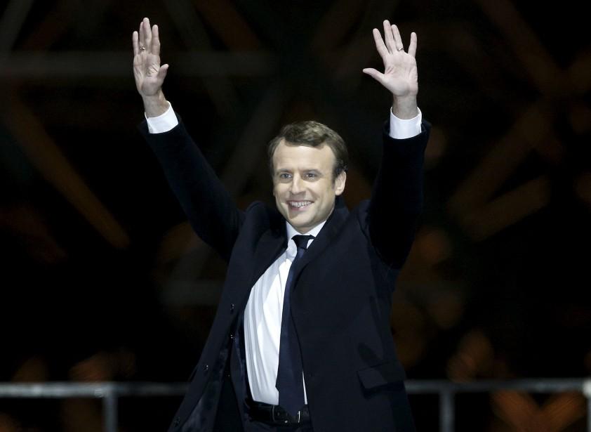 Emmanuel Macron célèbre sa victoire à la présidentielle française devant le musée du Louvre, à Paris. | 7 mai 2017