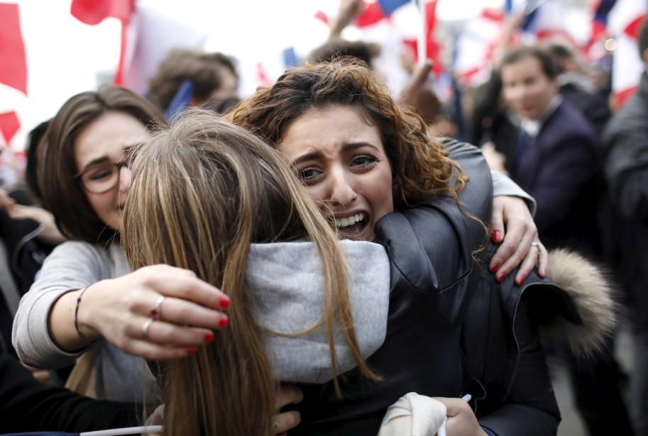 Moments d'euphorie à Paris après l'annonce des résultats de la présidentielle, qui donnait Emmanuel Macron gagnant avec plus de 65% des voix. | 7 mai 2017