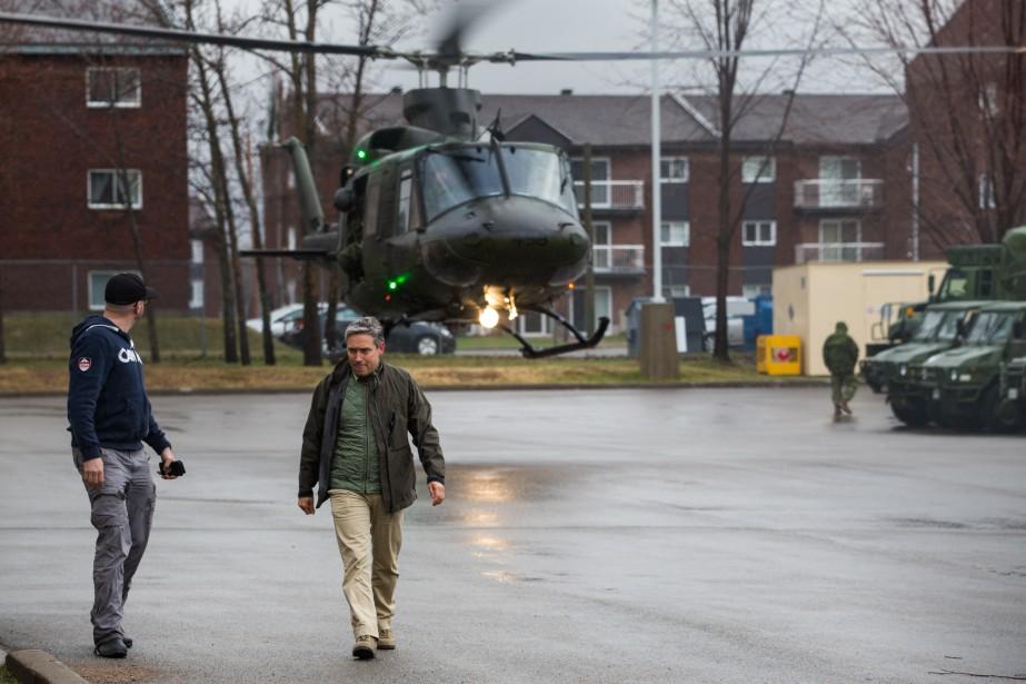 Le ministre fédéral et député de Saint-Maurice, François-Philippe Champagne, a fait un survol de la région en hélicoptère pour dresser un portrait de la situation. | 7 mai 2017