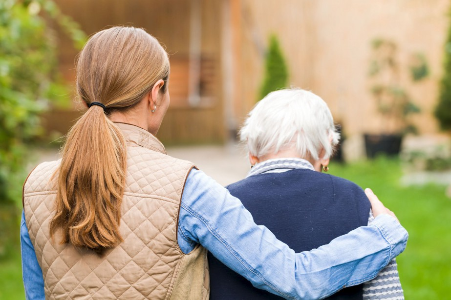 38190570 - young carer walking with the elderly... (123RF)