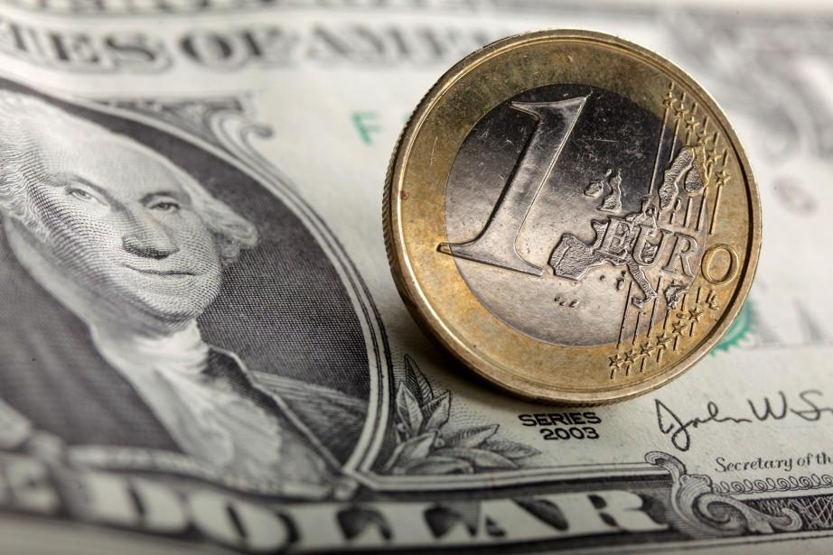 «L'euro a atteint un sommet en six mois... (REUTERS)