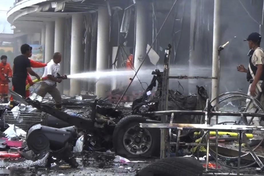 L'explosion s'est produite devant un établissement de la... (Photo Associated Press)