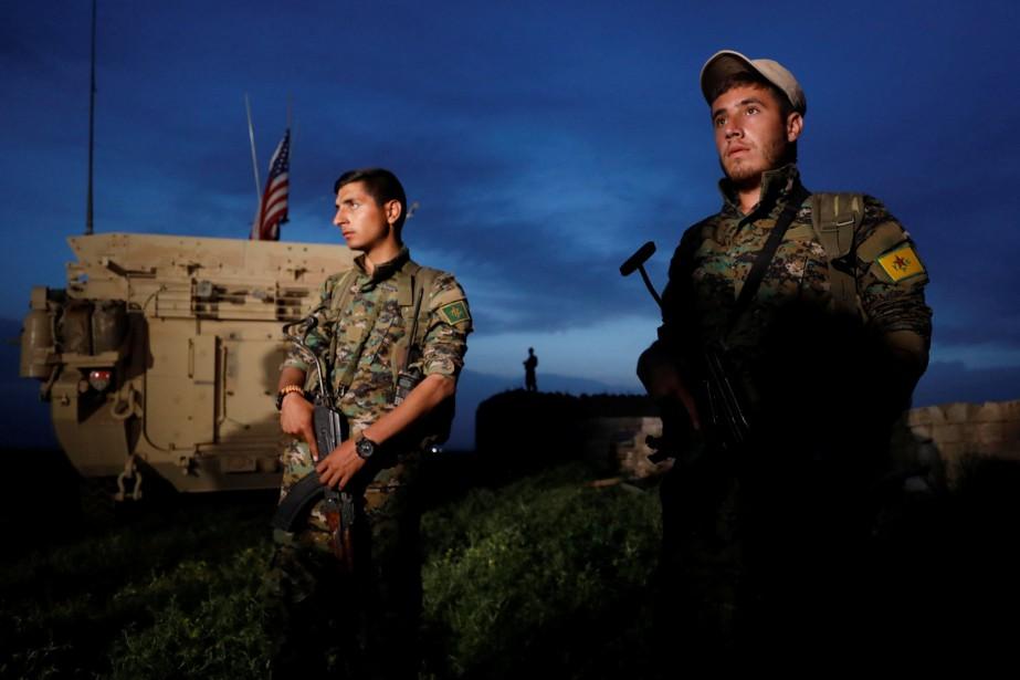 Les États-Unis ont envoyé des véhicules militaires munis... (PHOTO REUTERS)
