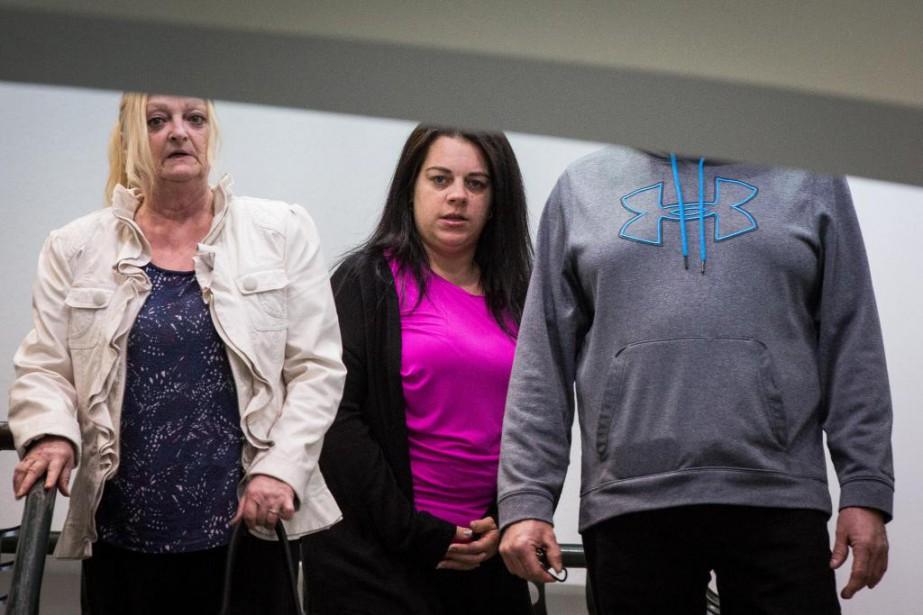 Stefanie McClelland (au centre) est accusée de contrebande,... (PHOTO SIMON GIROUX, LA PRESSE)