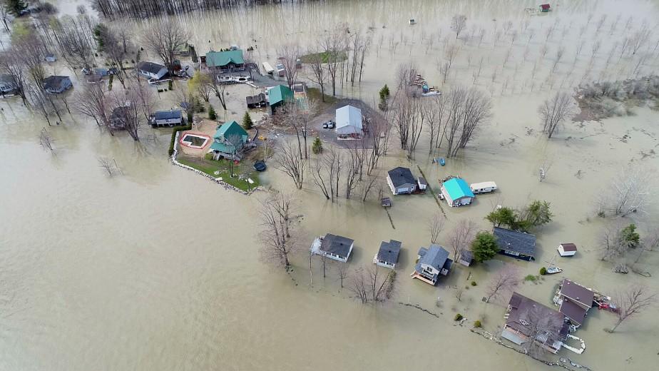 La période des inondations s'étire dans la région. Des gens... | 2017-05-10 00:00:00.000