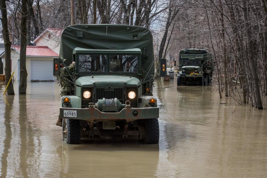 L'armée est notamment à pied d'oeuvre dans le secteur de l'île Saint-Eugène, à Trois-Rivières. | 10 mai 2017