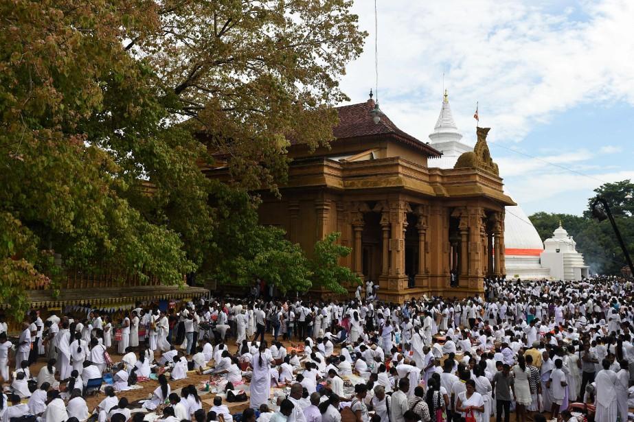 Des pèlerins célébraient l'anniversaire de Bouddha mercredi dans... (PHOTO ISHARA S. KODIKARA, Archives AFP)