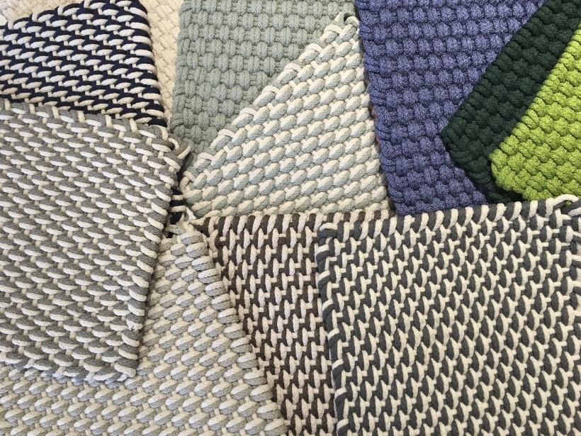 Carpettes de fibres recyclées, pour l'intérieur et l'extérieur, traitées contre la décoloration, adaptées aux intempéries, offertes en plusieurs formats, à partir de 136 $ chacun (2 pieds par 3) Au Loft | 10 mai 2017