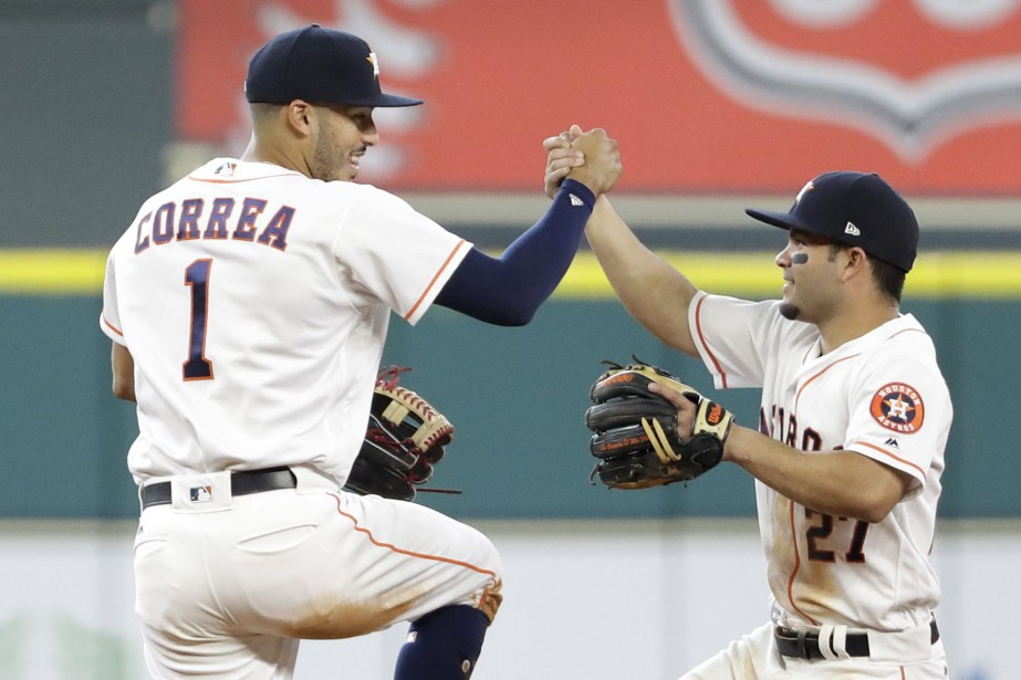 Carlos Correa et Jose Altuve... (PHOTO David J. Phillip, AP)