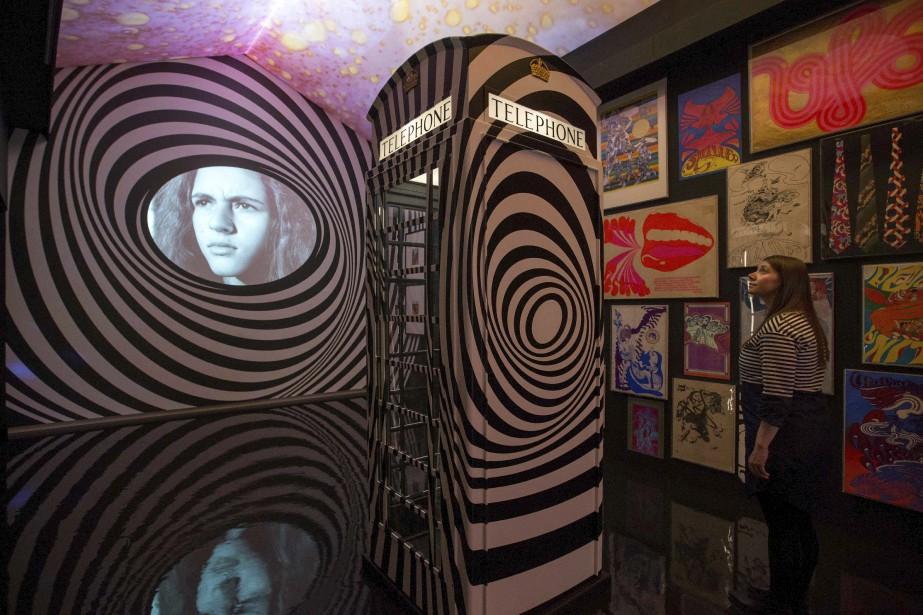 Baptisée Pink Floyd, Their Mortal Remains , la rétrospective, visible jusqu'au 1er octobre, est présentée à l'occasion du 50e anniversaire du premier album de Pink Floyd, The Piper at the Gates of Dawn . C'était en 1967, et le monde découvrait alors le rock progressif étincelant de ce groupe formé deux ans plus tôt par quatre étudiants: Roger Waters, Richard Wright, Nick Mason et Syd Barrett, qui sera remplacé en 1968 par David Gilmour. | 10 mai 2017