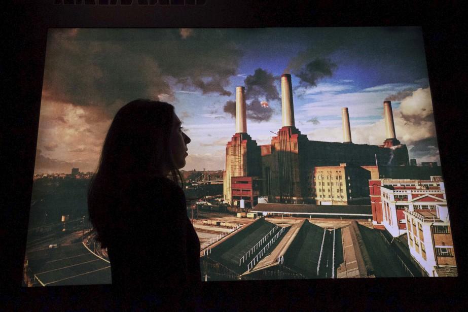 Les cheminées de Battersea Power Station.Le Victoria and Albert Museum espère que l'exposition connaîtra le même succès que  David Bowie Is , qui a été vue, à ce jour, par plus de 1,8 million de personnes. (Agence France-Presse) | 10 mai 2017