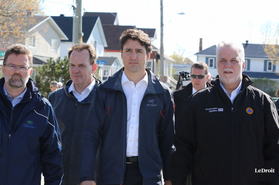 Le maire de Gatineau, Maxime Pedneaud-Jobin, le député... (Patrick Woodbury, Le Droit)