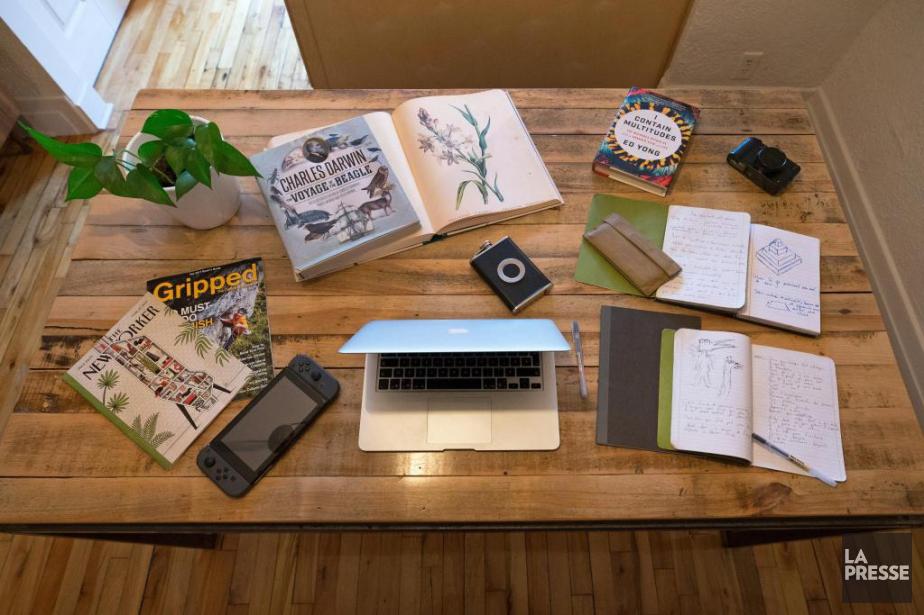 La table de travail de l'auteurJean-Philippe Baril Guérard... (PHOTO ROBERT SKINNER, LA PRESSE)