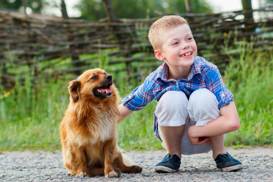 Les enfants sont moins stressés en présence de leur chien,... (PHOTO THINKSTOCK)