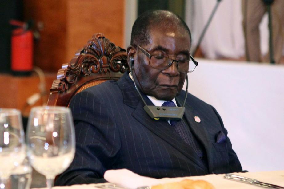 Ces derniers mois, Robert Mugabea été fréquemment pris... (PHOTO AFP)