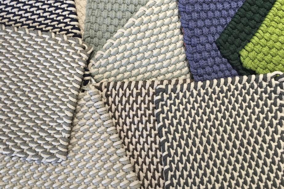 Carpettes de fibres recyclées, pour l'intérieur et l'extérieur, traitées contre la décoloration, adaptées aux intempéries, offertes en plusieurs formats, à partir de 136 $ chacun (2 pieds par 3) Au Loft | 11 mai 2017