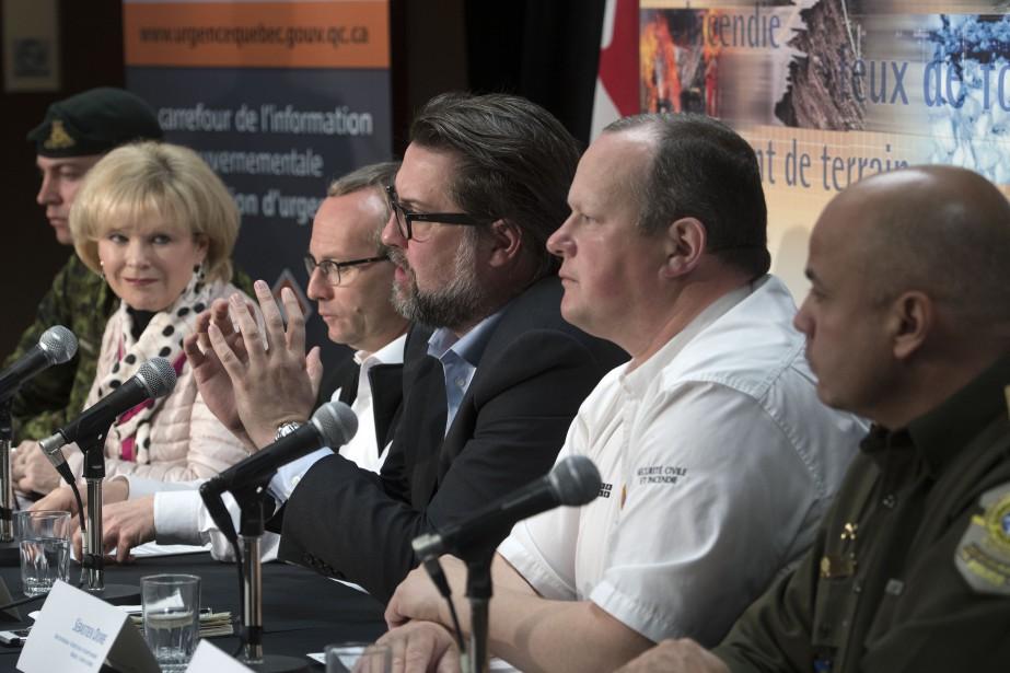 Tôt en journée jeudi, les autorités gouvernementales et civiles ont fait le point à Trois-Rivières sur la situation pour l'ensemble du Québec. | 11 mai 2017