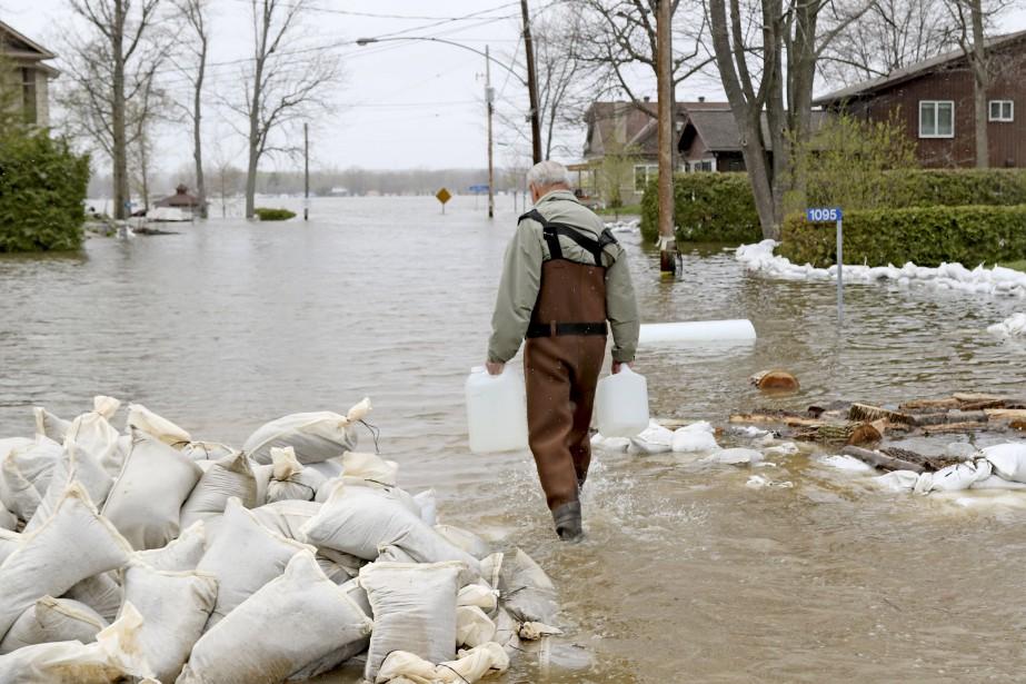 Certains quartiers d'Ottawa, comme Cumberland, ont vu l'eau monter, impuissants devant la force de la nature. | 12 mai 2017