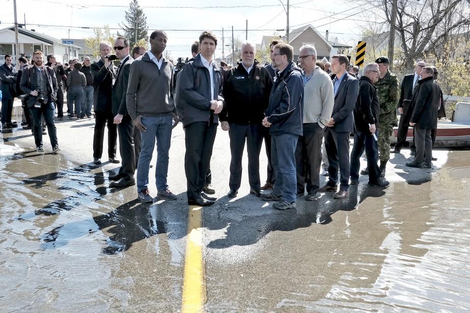 Le premier ministre du Canada était accompagné de députés locaux comme Greg Fergus, Stéphane Lauzon et Francis Drouin, du maire de Gatineau, Maxime Pedneaud-Jobin, de certains de ses ministres, et bien sûr de Philippe Couillard. | 12 mai 2017