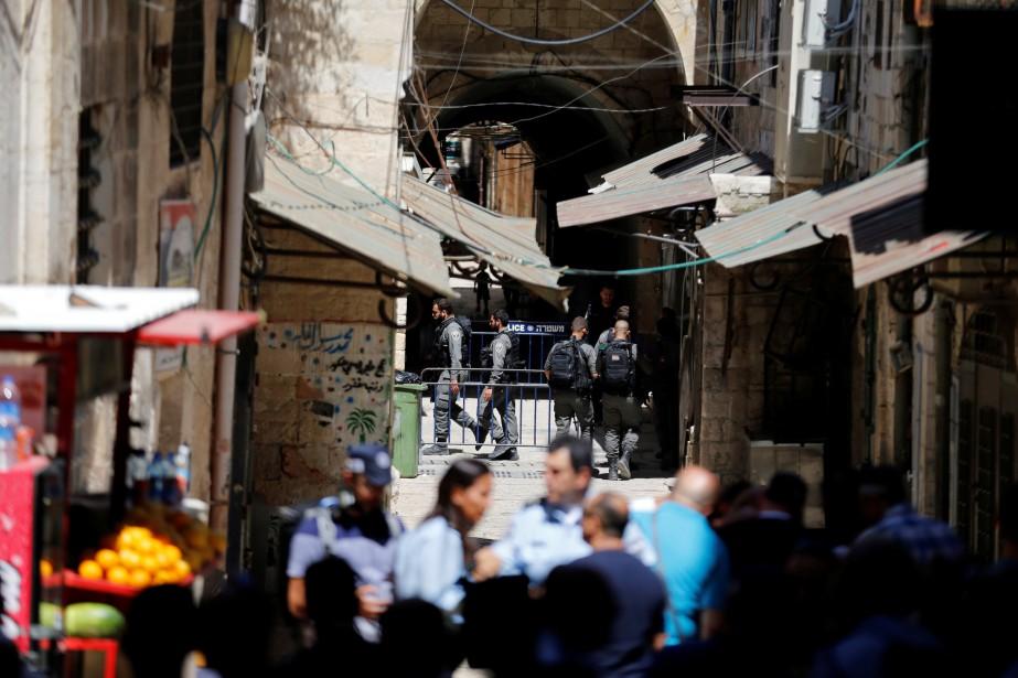 Le policier souffre de blessures «modérées» et a... (Photo Ammar Awad, REUTERS)