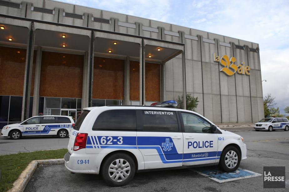 Deux suspects sont entrés au centre commercial et... (PHOTO ROBERT SKINNER, LA PRESSE)