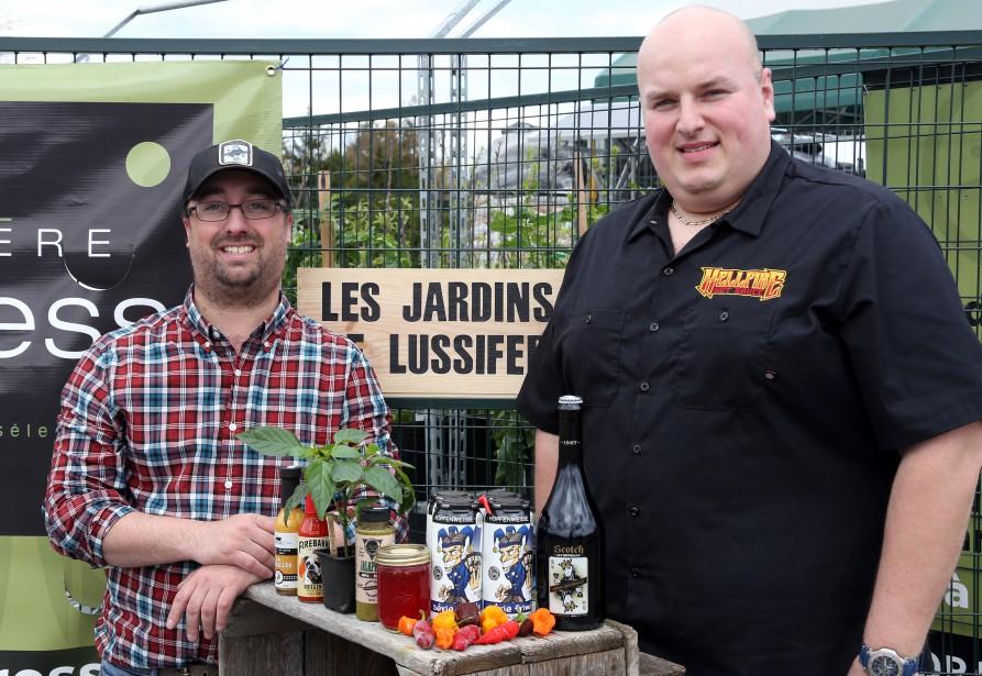 Le tout premier Festival bières et piments forts aura lieu chez Pépinière Express, le 10 juin. Une initiative de Karl Roy, à droite sur le photo. | 15 mai 2017