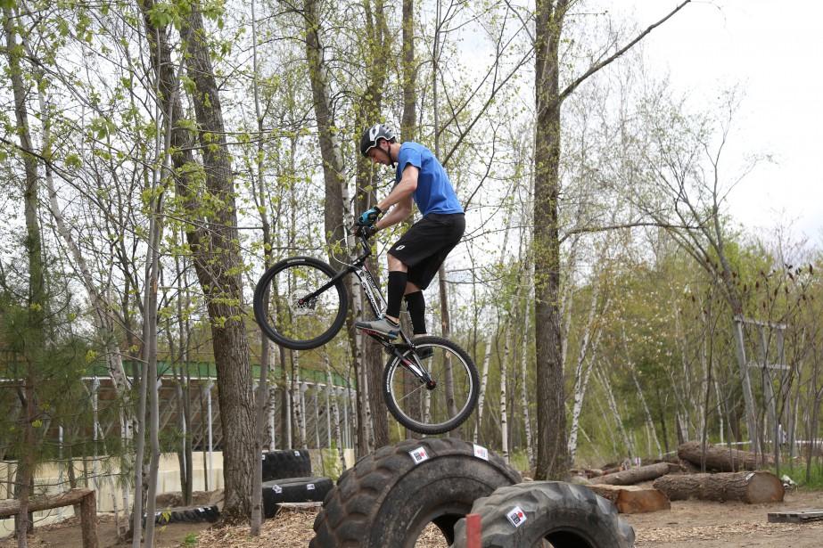 Trois nouvelles zones de trial, discipline de vélo encore méconnue, ont été inaugurées samedi au Centre national de cyclisme de Bromont. | 15 mai 2017